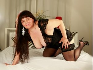 Brunette holly perform anal