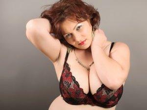 Redhead Tracymilf Striptease.