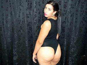 Latin girl with big tits like to snapshot