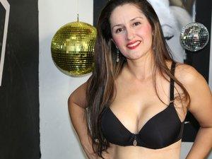 Latin milf with beautiful tits like to snapshot