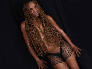 Ebony milf with beautiful tits like to snapshot