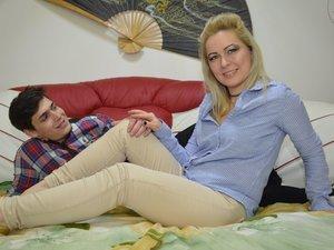 White young couple ALEXISvsADELIN like to snapshot
